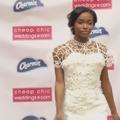 Cette robe de mariée en papier toilette vaut 10.000 dollars
