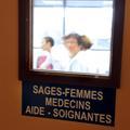 """IVG médicamenteuse : """"Les sages-femmes sont moins effrayantes que les médecins"""""""