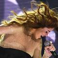 Après Justin Bieber, au tour de Selena Gomez de chuter de scène