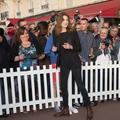 Carla Bruni-Sarkozy : sa tactique infaillible pour tromper les paparazzis à la plage