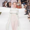 Collections parisiennes : aux petites mains, la couture reconnaissante