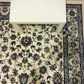 """""""Cherchez le portable sur le tapis"""" : la mystérieuse énigme qui retourne le web"""