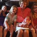 Une Américaine accueille son 86e arrière-petit-enfant… le jour de ses 86 ans