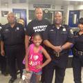 Tuerie de Dallas : une fillette offre à déjeuner aux policiers de son quartier