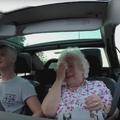 Pour les 86 ans de sa grand-mère, il fait diffuser un flash d'actu à la radio