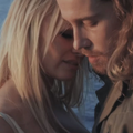 """Julien Doré et Pamela Anderson, un couple improbable sur les berges du """"Lac"""""""