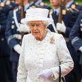 Elizabeth II : tourner sa bague, poser son sac, ses signaux secrets décodés