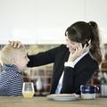 """LinkedIn : une """"mère indigne"""" signe une tribune coup de poing"""