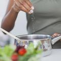 Manger trop salé : comment se débarrasser de cette mauvaise habitude?