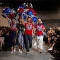 """Hillary Clinton"" défile à la Fashion Week de New York"