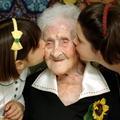 Doyenne de l'humanité : les drôles de secrets de longévité des femmes centenaires
