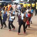En Ouganda, des policiers en talons pour dénoncer les violences faites aux femmes