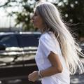 Frisés, gris, raides... Les cheveux en liberté affichent leur vraie nature