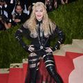 Madonna, Rihanna, Lady Gaga... Les pires tenues des personnalités en 2016