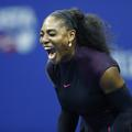 Serena Williams monte au filet contre le sexisme