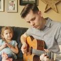 Vidéo : un père et sa fille de 4 ans chantent en duo