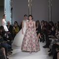 Défilés haute couture, les couturiers misent sur le savoir-faire français
