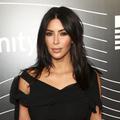 Kim Kardashian se fait aussi maquiller le postérieur