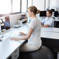 Walking desk, swiss ball : les nouvelles chaises de bureau