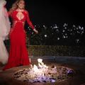 Mariage : elles fêtent leur divorce en brûlant leurs robes de mariées