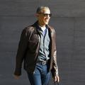"""Tongs et veste en cuir : le nouveau style """"à la cool"""" de Barack Obama"""