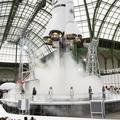 Chanel : Karl Lagerfeld fait décoller une fusée au défilé automne-hiver 2017-2018