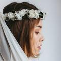 Exit les bouquets de mariées, avec Lorafolk les fleurs se portent en couronnes