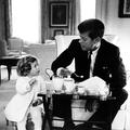 Caroline Kennedy, Anne Sinclair, Lady Gaga... Leur père, ce héros ?