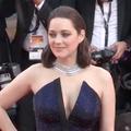 Cannes 2017 : Marion Cotillard en robe fendue sur le tapis rouge