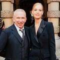 """Cabaret, pole dance, célébrités... La soirée de lancement de """"Scandal"""" le parfum de Jean Paul Gaultier"""