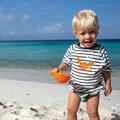 Des vêtements de plage anti-UV pour les enfants