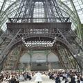 Défilé Chanel haute couture : Karl Lagerfeld s'offre la Tour Eiffel