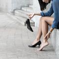 Les astuces (qui fonctionnent) pour éviter d'avoir mal aux pieds dans ses talons