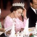 Pas de pizza et des burgers sans pain : les curieuses habitudes alimentaires d'Elizabeth II