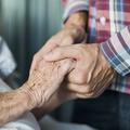 Après 75 ans de mariage, ils meurent le même jour à quelques heures d'intervalle