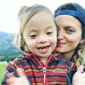 """Un mannequin pose en couverture de """"Vogue Living"""" avec son fils atteint de trisomie"""