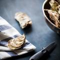 Comment ouvrir des huîtres sans y laisser un doigt ?