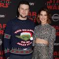 """Pull de Noël Yoda et robes futuristes : les looks de la première de """"Star Wars"""""""
