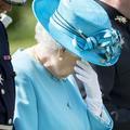 """""""Déçue"""", Elizabeth II renvoie son indiscret créateur de lingerie"""