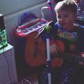 À 3 ans, cet enfant connaît déjà tous les tubes d'Ed Sheeran
