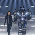 À la Fashion Week de New York, un robot vole la vedette à Irina Shayk