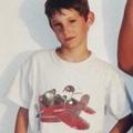Pierre Niney poste une photo de lui enfant, et bien sûr qu'il a changé