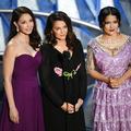 Aux Oscars, Salma Hayek encense les femmes qui ont brisé la loi du silence