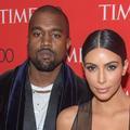 Pourquoi Kanye West se tient toujours derrière Kim Kardashian