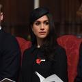 """Le prince William pique du nez lors de sa première sortie """"post-accouchement"""""""