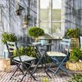 Vingt petits salons de jardin pour déjeuner en tête-à-tête sur la terrasse