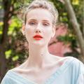 Bouche acidulée, teint glowy, paupières rosées... Le maquillage à l'heure du printemps