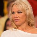Pamela Anderson demande la grâce de Julian Assange