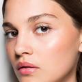 Strobing : le tuto maquillage en 3 étapes pour remplacer le contouring