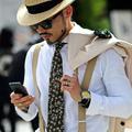 Bagues, bracelets, pendentifs... Des bijoux et des hommes
